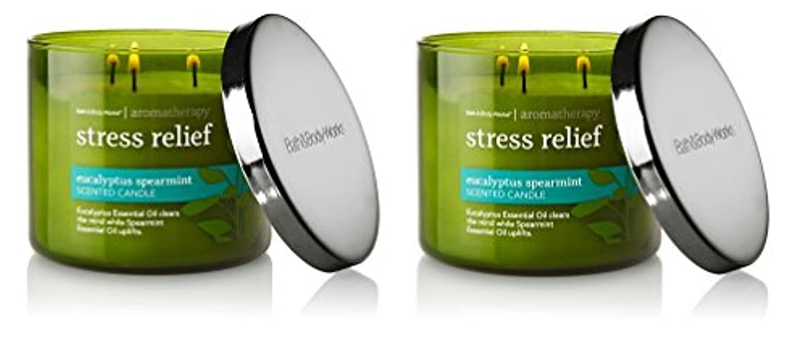 ピュー制限する育成Bath & Body Works , Aromatherapy Stress Relief 3-wick Candle、ユーカリスペアミント 2 Pack (Eucalyptus Spearmint)