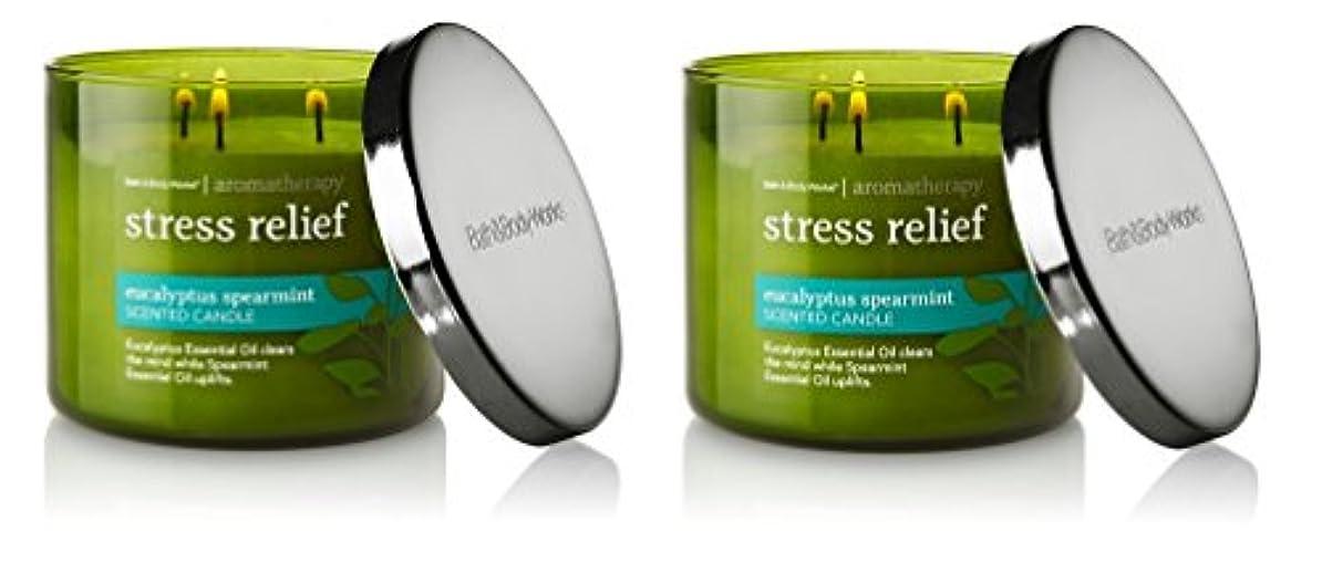 遠いガラガラ涙が出るBath & Body Works , Aromatherapy Stress Relief 3-wick Candle、ユーカリスペアミント 2 Pack (Eucalyptus Spearmint)