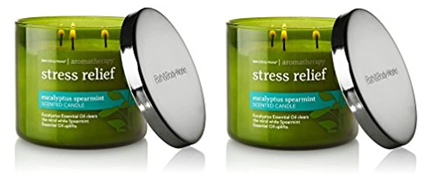 時間とともに受け入れる増幅器Bath & Body Works , Aromatherapy Stress Relief 3-wick Candle、ユーカリスペアミント 2 Pack (Eucalyptus Spearmint)
