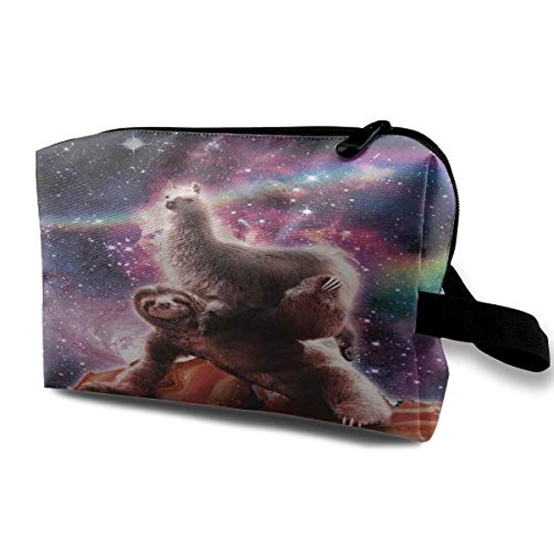 パスポートスリッパヒステリックLlama On Sloth Riding Bacon 収納ポーチ 化粧ポーチ 大容量 軽量 耐久性 ハンドル付持ち運び便利。入れ 自宅?出張?旅行?アウトドア撮影などに対応。メンズ レディース トラベルグッズ