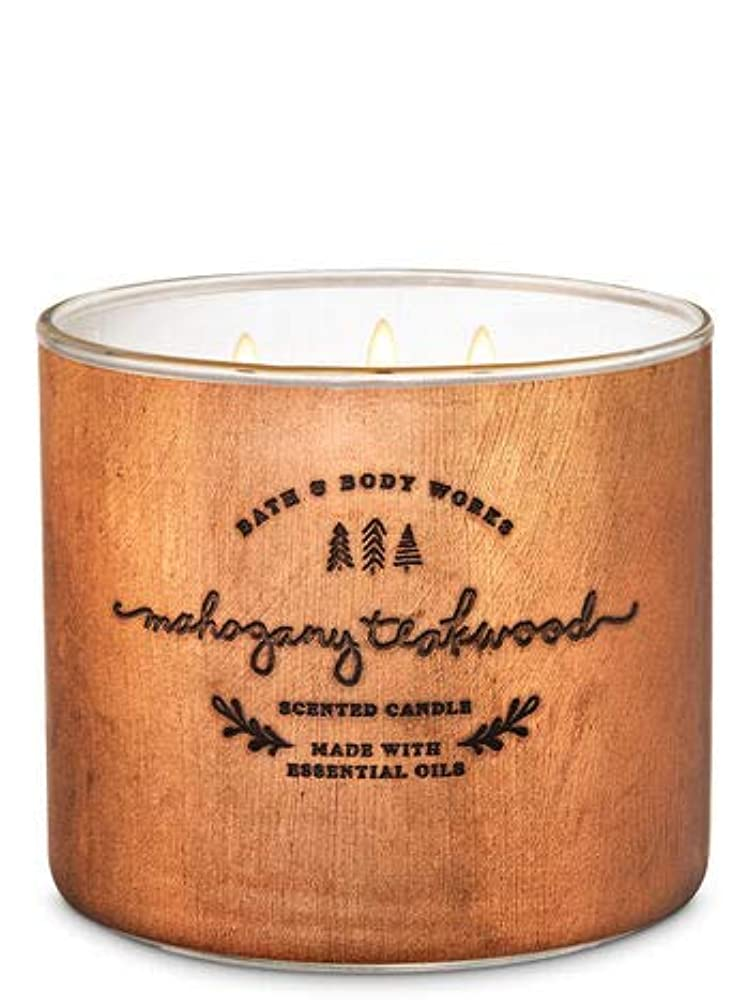 寛大な人事状態【Bath&Body Works/バス&ボディワークス】 アロマキャンドル マホガニーティークウッド 3-Wick Scented Candle Mahogany Teakwood 14.5oz/411g [並行輸入品]
