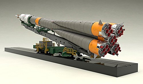 1/150プラスチックモデル ソユーズロケット+搬送列車 1/150スケール PS製 組み立て式プラスチックモデル