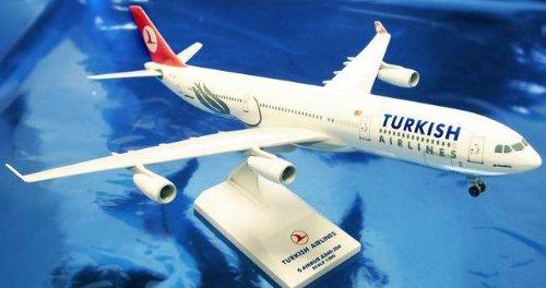 1: 200 スカイマークス Turkish 航空 エアバス 340-300 with Landing Gear (並行輸入)