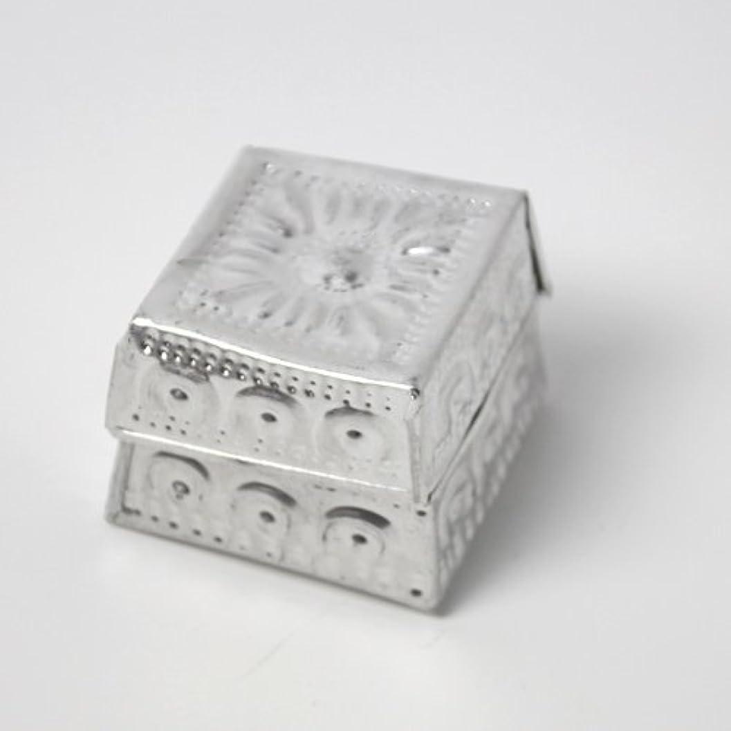 明るくする日延ばすアルミアートのボックスにはいったアロマキャンドル?四角