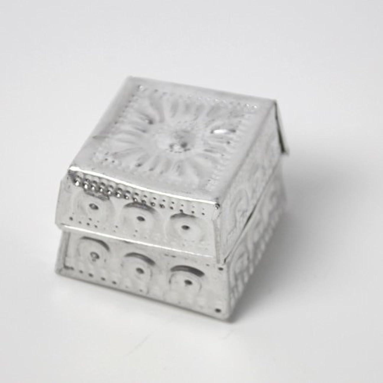 行う有限アクティブアルミアートのボックスにはいったアロマキャンドル?四角