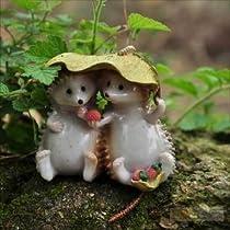 癒し系 葉っぱで雨宿りする かわいい ハリネズミたち 小さな 置物