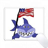 面白いサメアメリカの旗を保持 PC Mouse Pad パソコン マウスパッド