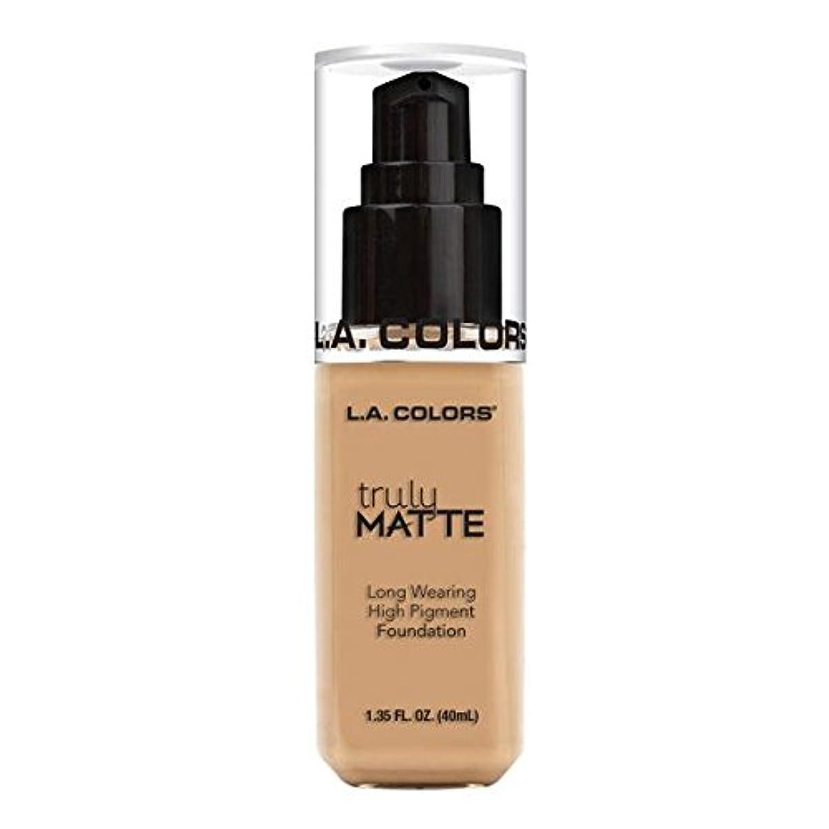 回転優越なぜ(3 Pack) L.A. COLORS Truly Matte Foundation - Natural (並行輸入品)