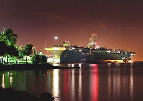 絵画風 壁紙ポスター (はがせるシール式) 空母 ロナルド・レーガン USS 夜景 真珠湾 ハワイ アメリカ 海軍 ミリタリー キャラクロ UNAC-010A2 (A2版 594mm×420mm) 建築用壁紙+耐候性塗料