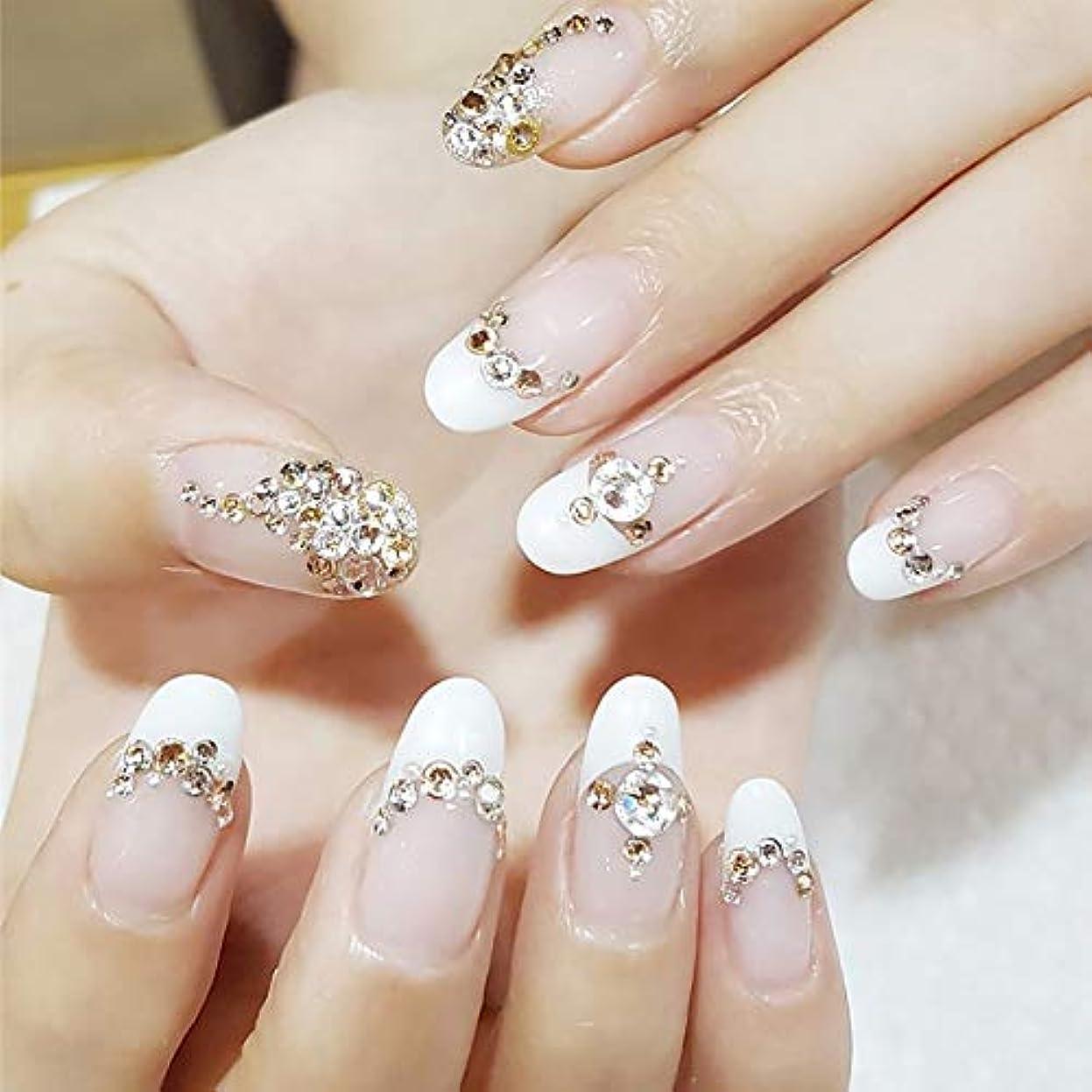 頑張る高潔な早めるXUTXZKA 24ピース女性シャンパンカラー偽爪ブライダルウェディングネイルアートのヒントレディースグリッター3Dラインストーン偽爪