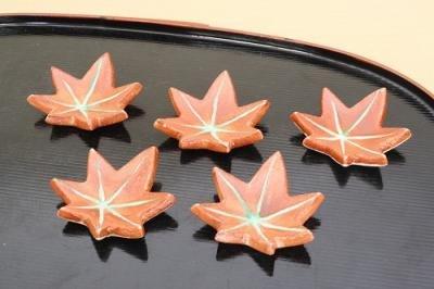 お箸 食卓を 華やか に 秋をモチーフにした絵柄や形状 季節の器 紅葉 箸置揃 もみじ型 箸置き5個セット