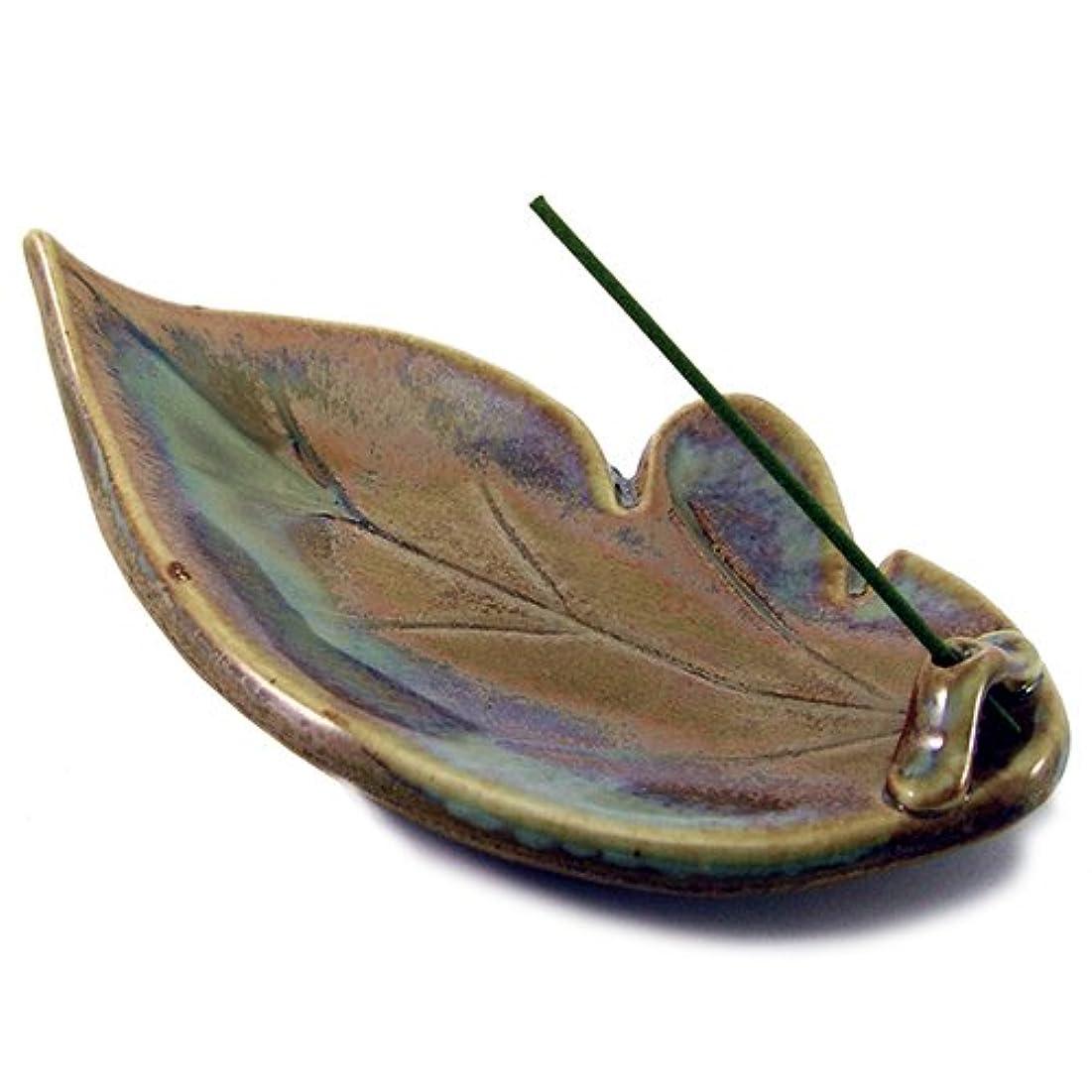 機動伸ばす虫を数えるShoyeido Shoyeidoのウッドランドセラミック葉Incense Holder
