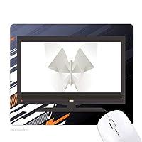 白い蝶の抽象的な折り紙のパターン ノンスリップラバーマウスパッドはコンピュータゲームのオフィス