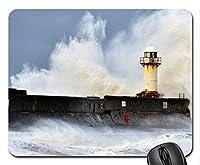 灯台の桟橋をクラッシュさせる野生の海の波マウスパッド、マウスパッド(灯台のマウスパッド)