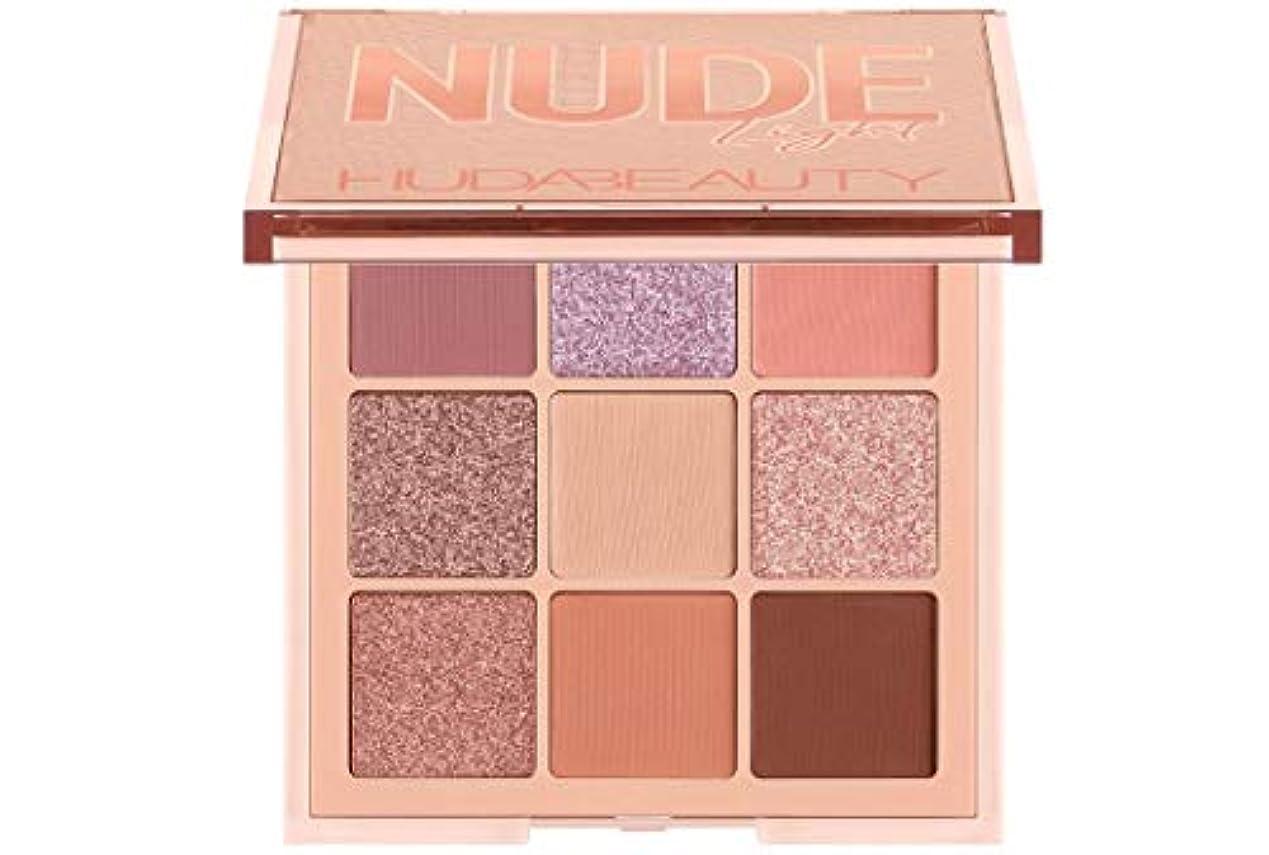 写真撮影自己そのようなHUDA BEAUTY Nude Obsessions Eyeshadow Palette Nude Light