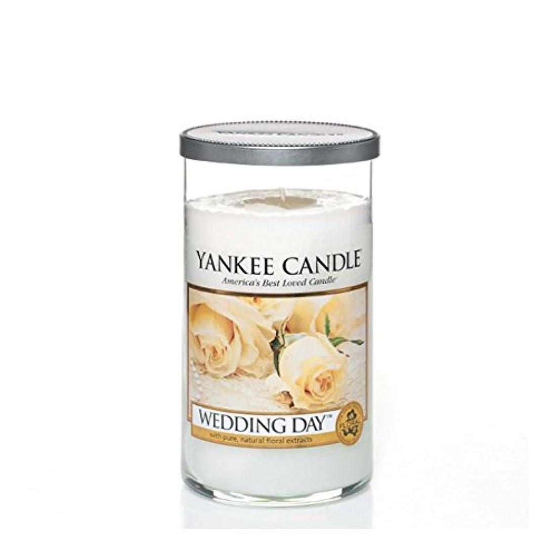 膨らみ幸運なことにペンヤンキーキャンドルメディアピラーキャンドル - 結婚式の日 - Yankee Candles Medium Pillar Candle - Wedding Day (Yankee Candles) [並行輸入品]