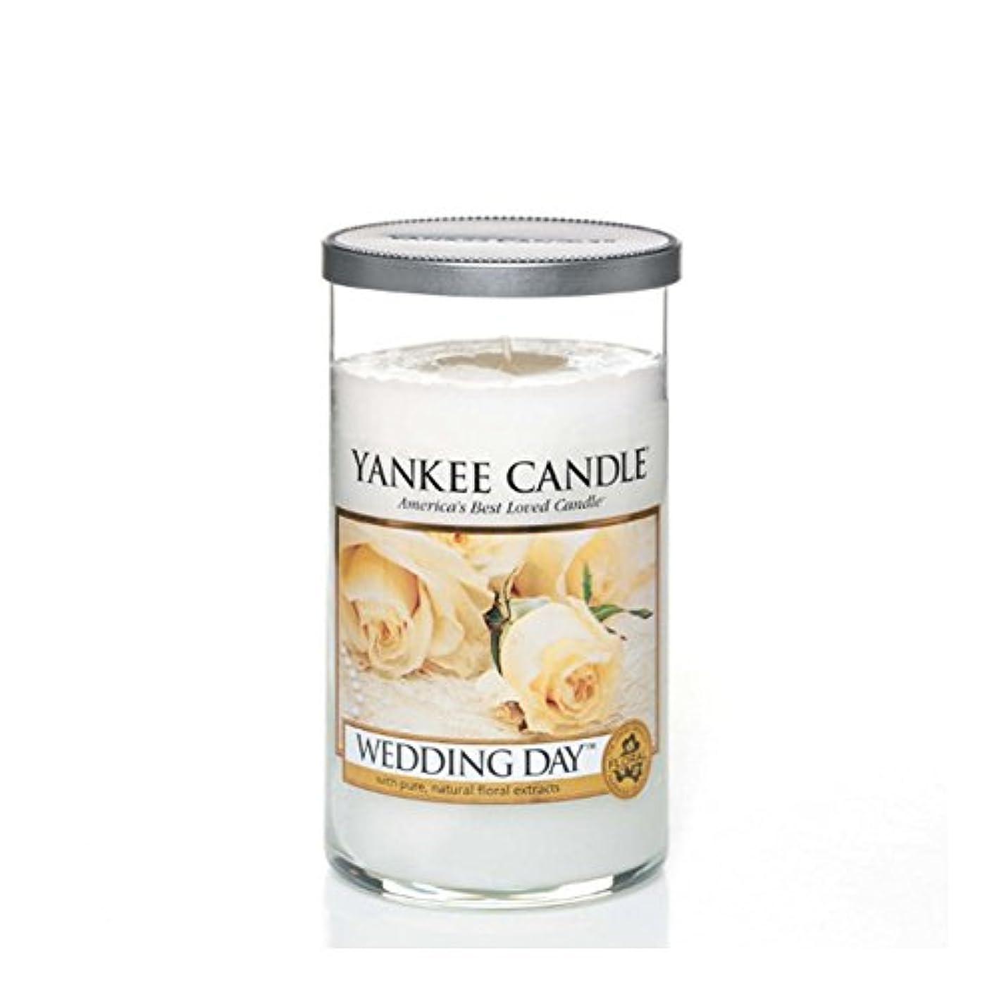 コンベンションアリーナスクリューヤンキーキャンドルメディアピラーキャンドル - 結婚式の日 - Yankee Candles Medium Pillar Candle - Wedding Day (Yankee Candles) [並行輸入品]