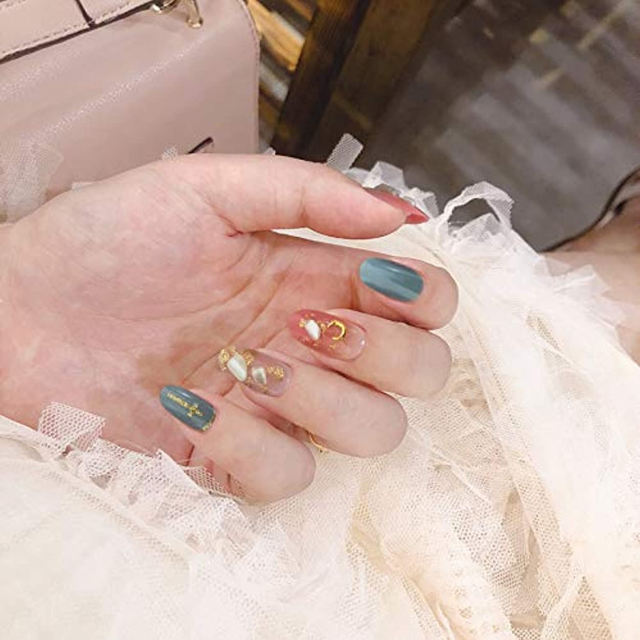 海峡ひもゆでる混合した24pcs 両面接着テープ付き ネイルチップ 可愛い優雅ネイル ネイル花嫁 ナチュラルシェル装飾