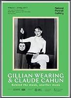 ポスター ジリアン ウェアリング Holding a Mask of My Face Exhibition 額装品 アルミ製ベーシックフレーム(ブラック)