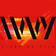 Light on fire♪IVVYのCDジャケット
