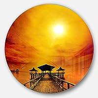 DesignArt mt10386 C11 Exotic Wood Pier UnderイエローSun Seaブリッジ円壁アートディスク、11インチx 11インチ、イエロー