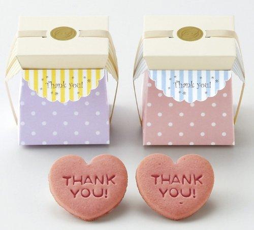 THANK YOUが刻印されたピンクのハート型クッキーのプチギフトボックス