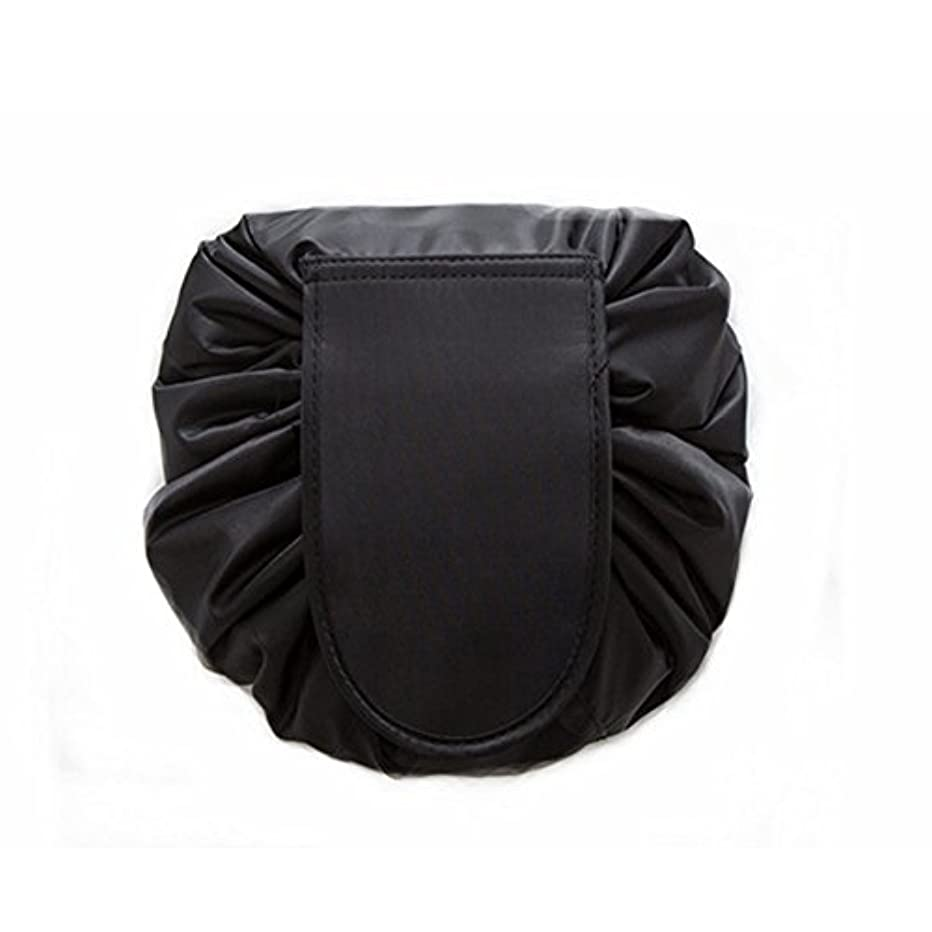 早く脚本資金大容量 レイジーメイクアップトイレタリーバッグ 引きひも ポータブル 旅行 カジュアル 防水 クイック 魔法 化粧品収納バッグ 女性にぴったり (ブラック)