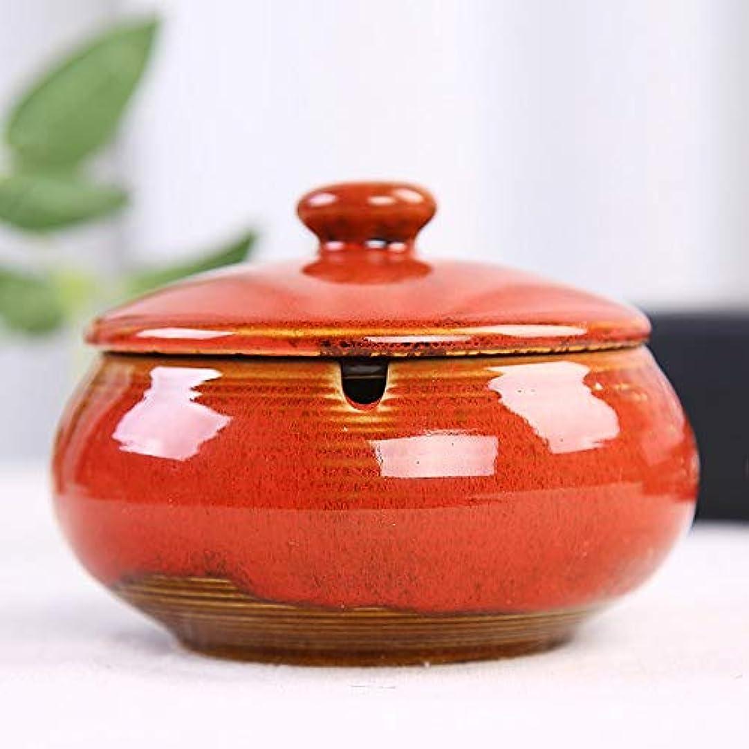 苛性スラッシュレーダーふたが付いている陶磁器の灰皿、防風、喫煙者のための灰のホールダー、ホームオフィスの装飾のためのデスクトップの喫煙灰皿 (色 : 赤)