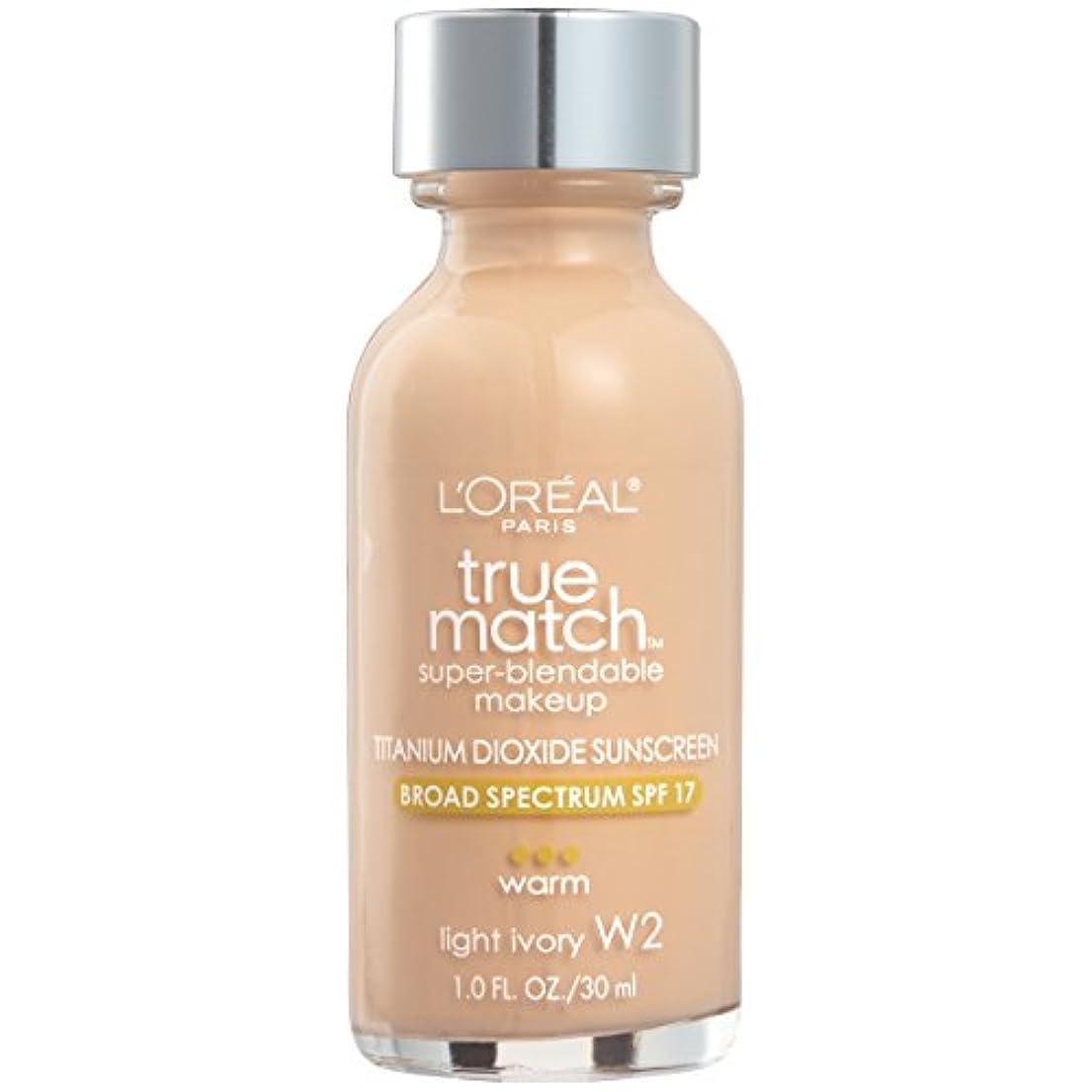 ペースウィスキー記者L'Oréal True Match Super-Blendable Foundation Makeup (LIGHT IVORY)