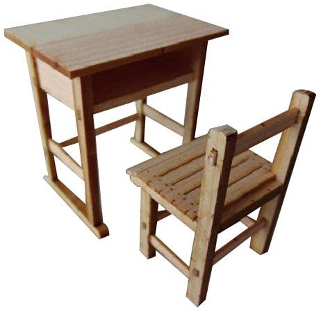 1/12 昭和の学校シリーズ 木の机と椅子 (2組入)