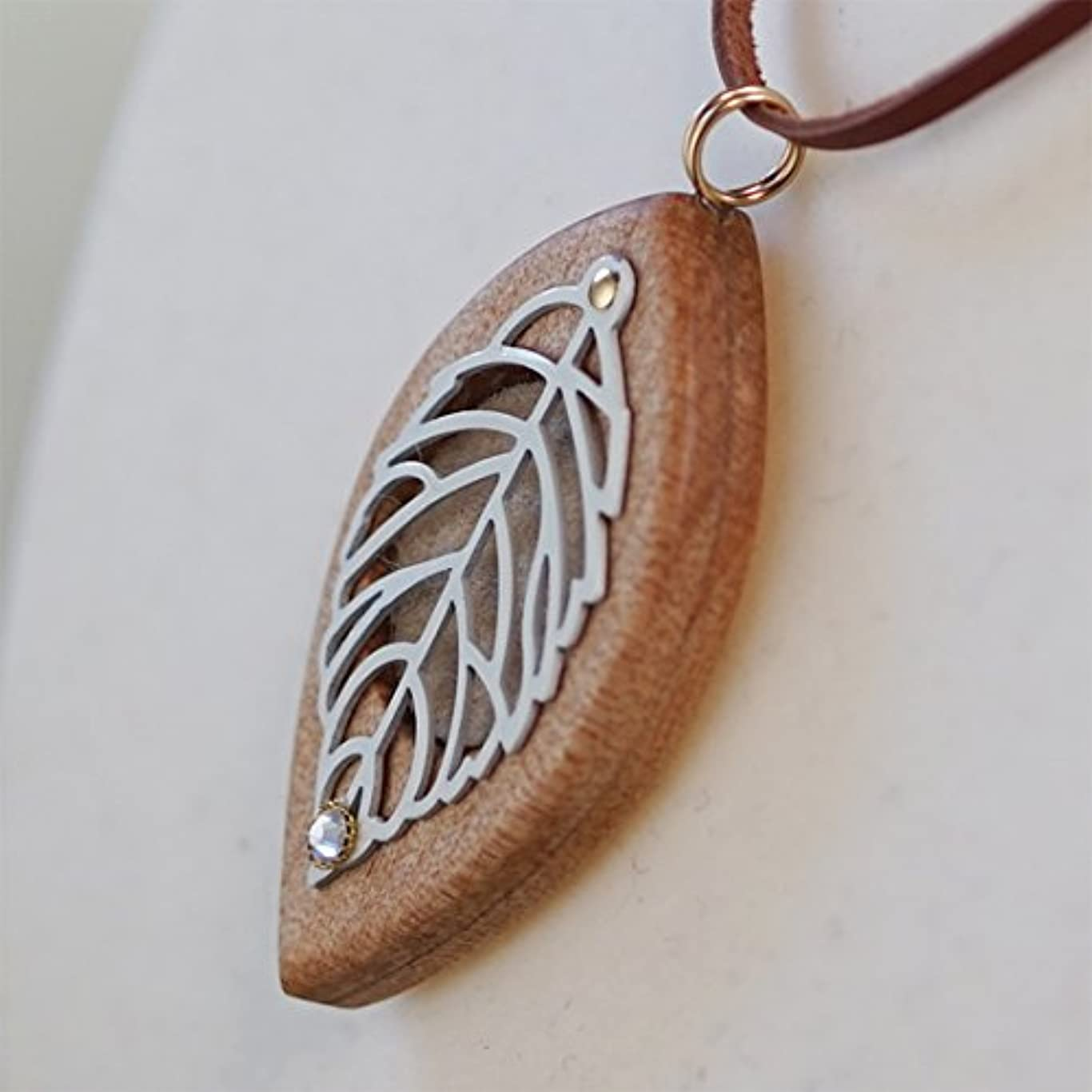 する一致する離れた木製オリジナルアロマペンダント 【天使の小瓶】 木の葉(シルバー)