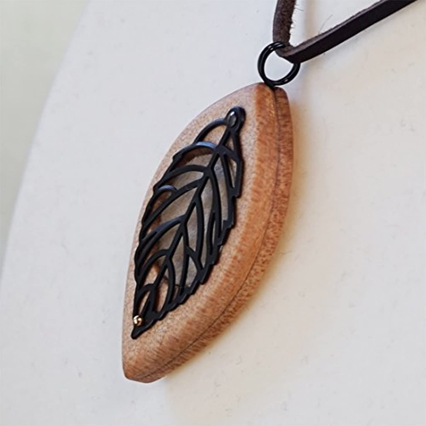 木製オリジナルアロマペンダント 【天使の小瓶】 木の葉(ブラック)