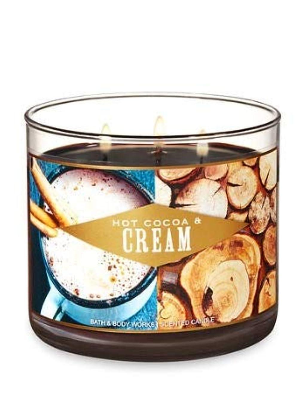 腰やめる心のこもった【Bath&Body Works/バス&ボディワークス】 アロマキャンドル ホットココア&クリーム 3-Wick Scented Candle Hot Cocoa & Cream 14.5oz/411g [並行輸入品]