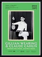 ポスター ジリアン ウェアリング Holding a Mask of My Face Exhibition 額装品 ウッドハイグレードフレーム(ブラック)