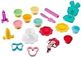 Play-Doh ミニーマウスは粘土と粘土を処理します。