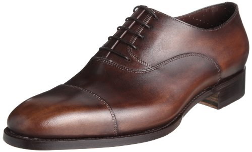 でも、既製靴なら10万円前後でも最高級ブランドがゲットできます。そこで今回は、大人のオトコになったら一生に一度は履いてみたい一流の靴ブランド をご紹介します。