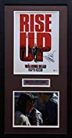 TSE ノーマン・リードスとジェフリー・ディーン・モーガン サイン入り 「Rise Up Walking Dead」 11x17 映画ポスター 8x10インチ - プロによる額入り