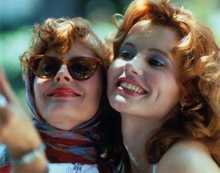 ブロマイド写真★スーザン・サランドン&ジーナ・デイヴィス/『テルマ&ルイーズ』/写真を撮る2人