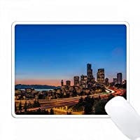 シアトルのI-5高速道路とダウンタウン、夕暮れ。 PC Mouse Pad パソコン マウスパッド