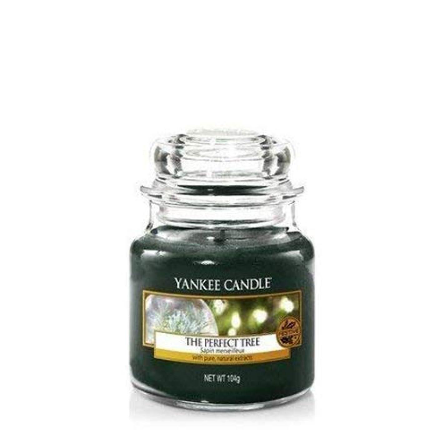 有効な平均目の前のYankee Candle The Perfect Tree Small Jar