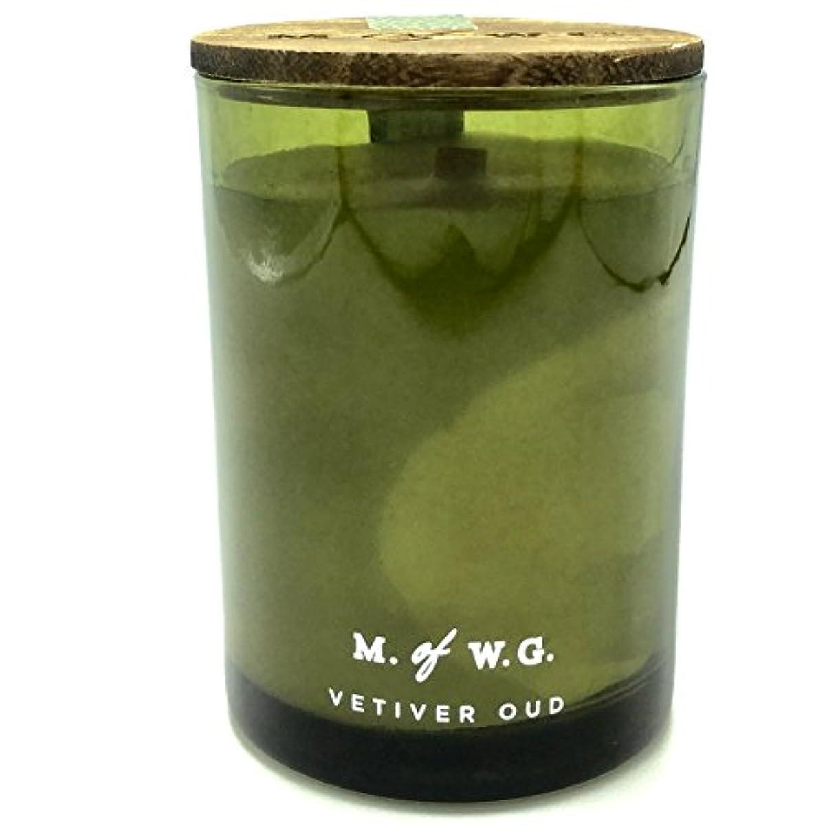 ヒューム霧深い引っ張るMakersワックスのGoods Vetiver Oud Wood Wick Scented Candle