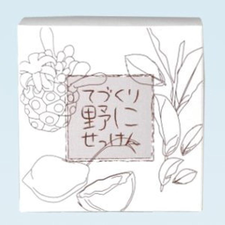 シンカン座る写真緑茶 ノニ石鹸 てづくり野にせっけん(115g)