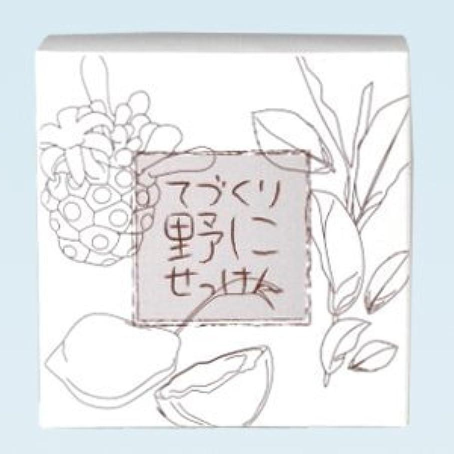 基準後方に村緑茶 ノニ石鹸 てづくり野にせっけん(115g)