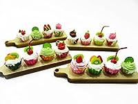 人形Houseミニチュア食品ミックスカップケーキon木製ボードチャーム4Supply 13736