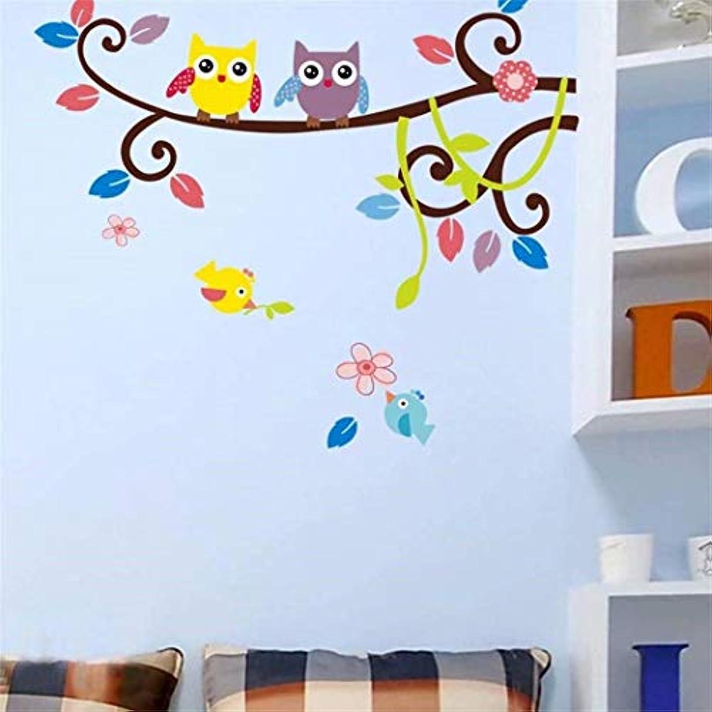 床を掃除するロボット社会主義者七里の香 木の漫画の子供の部屋壁飾りウォールステッカー壁の壁画上フクロウ