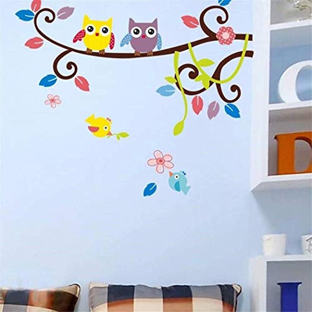 に渡って滑るアクセント七里の香 木の漫画の子供の部屋壁飾りウォールステッカー壁の壁画上フクロウ