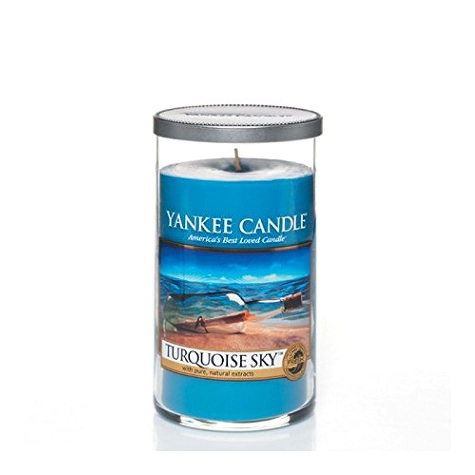 後方にランダムビスケットYankee Candles Medium Pillar Candle - Turquoise Sky (Pack of 6) - ヤンキーキャンドルメディアピラーキャンドル - ターコイズの空 (x6) [並行輸入品]