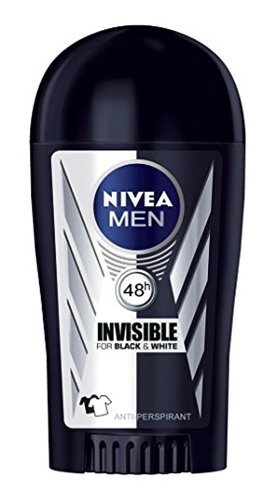 受け入れ最小化する通行人Nivea Invisible Black and White Anti-perspirant Deodorant Solid Stick for Men 40ml - ニベアインビジブルブラックそしてホワイト制汗剤デオドラントスティック...