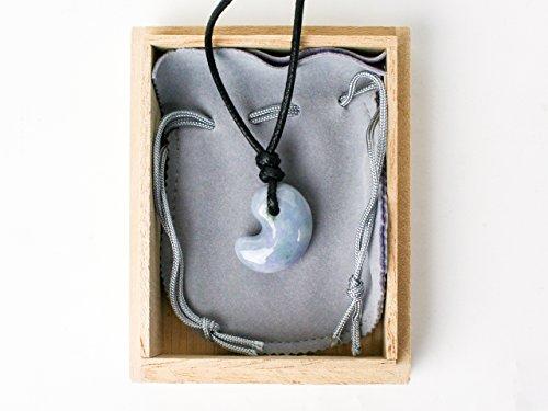 古代勾玉(まがたま)ペンダント 糸魚川産ヒスイ(ラベンダー)[翡翠輝石 Jadeite]縦約25mm×横約22mm×厚み約10mm【桐箱入】