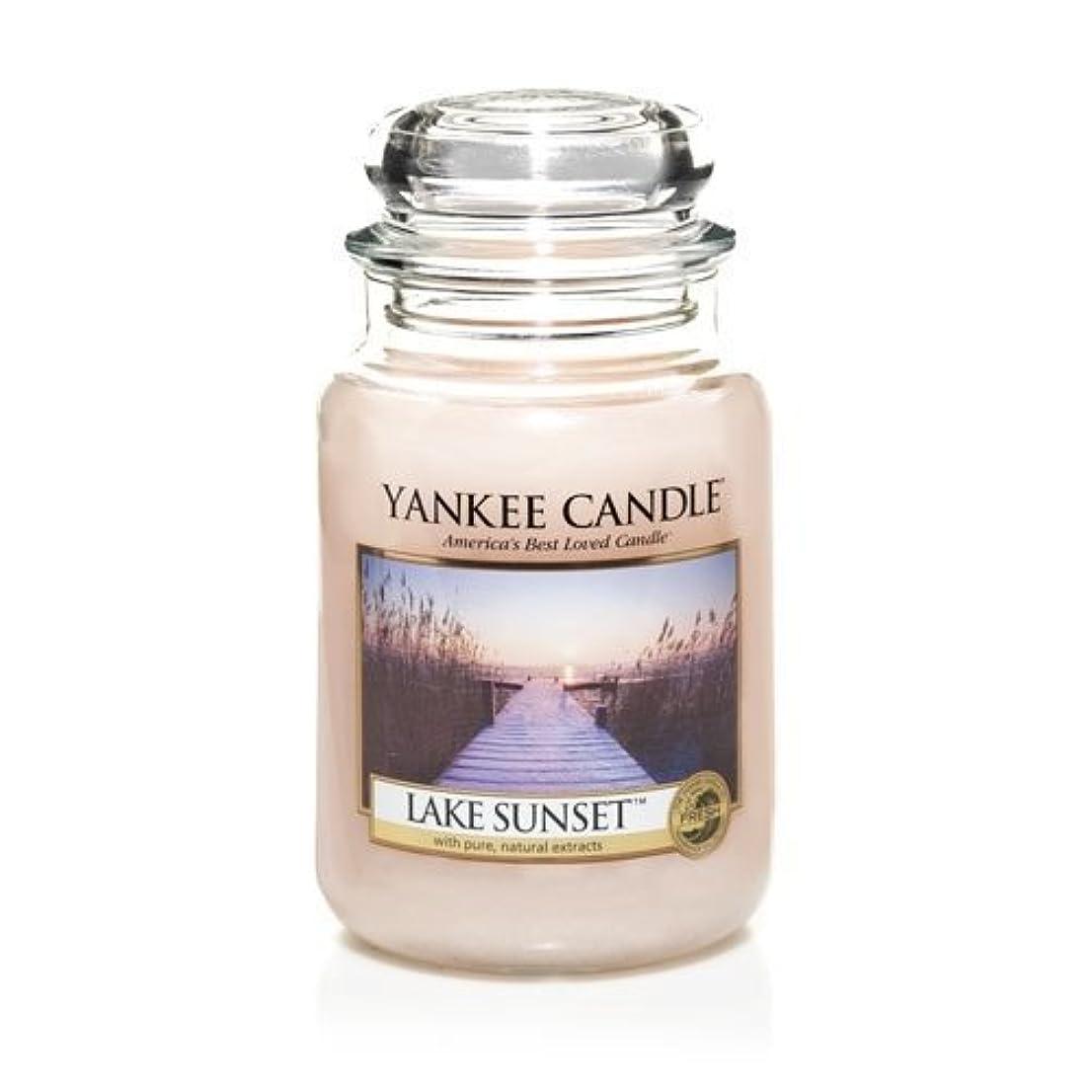 シードビジター騒乱Yankee Candle LAKE SUNSET 22 oz Large Jar Candle - New for Fall 2013 by Yankee Candle [並行輸入品]